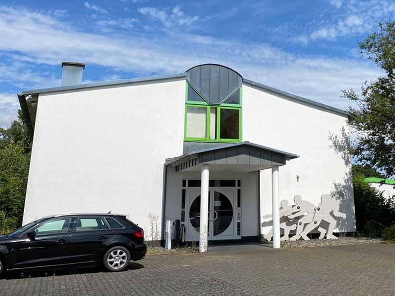 Repräsentative Büroimmobilie mit 466m² auf zwei Etagen, 30 eigene Parkplätze – Objektwert Immobilien Consult